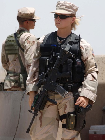 female-soldier-in-combat-gear-at-sather-air-base-in-iraq-ca-2008[1]